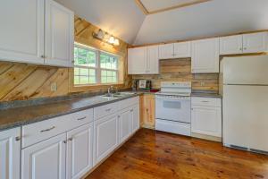 A kitchen or kitchenette at Damariscotta Lakefront Retreat