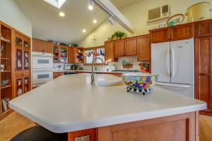 A kitchen or kitchenette at Selah Lakefront Retreat
