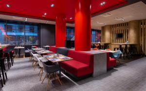 Un restaurante o sitio para comer en Ibis Moscow Centre Bakhrushina