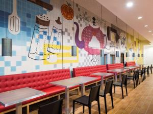 A restaurant or other place to eat at Aparthotel Adagio Liverpool City Centre