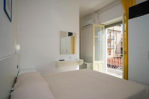 A bed or beds in a room at Delfino