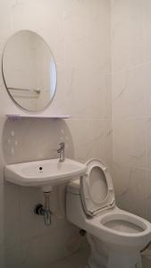 A bathroom at D House hostel