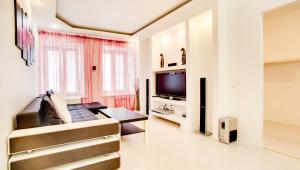 Телевизор и/или развлекательный центр в Apartments Spassky Pereulok