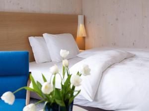 Łóżko lub łóżka w pokoju w obiekcie Azalea Park Hotel