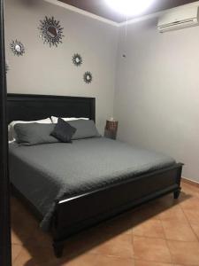 A bed or beds in a room at Casa de Los Suenos B&B Coronado Panama