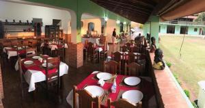 Um restaurante ou outro lugar para comer em Pousada da Rosa