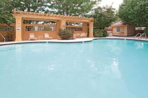 The swimming pool at or close to La Quinta by Wyndham Colorado Springs South AP