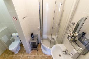 A bathroom at E-burgHostel