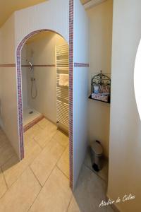 A bathroom at Le Castel du Mont Boisé
