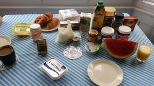 Frühstücksoptionen für Gäste der Unterkunft Apt Bell26 - 3 mins from charles bridge/Prague castle