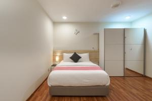 A bed or beds in a room at Cottage 316 Fuvahmulah