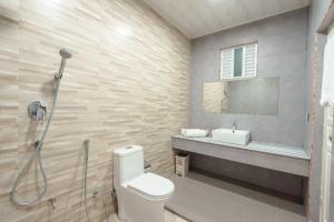 A bathroom at Cottage 316 Fuvahmulah
