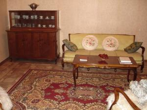 A seating area at Guest House Deda Lali