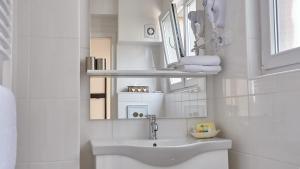 A bathroom at Hotel 3 Könige
