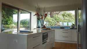 A kitchen or kitchenette at Jackson's Dromana
