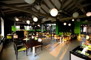 Ресторан / где поесть в Black Bridge Hotel Apartment