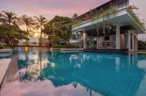 DoubleTree by Hilton Phuket Banthai Resort游泳池或附近泳池
