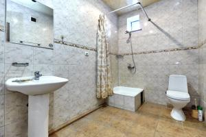 A bathroom at Guest House Anjelika