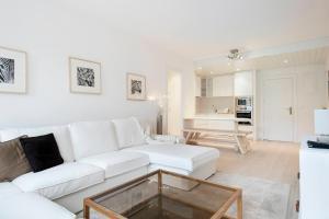 A seating area at Luderna - Apartamento Saumet A1 Muguet