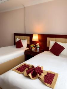 A bed or beds in a room at Hala Inn Hotel Apartments - BAITHANS