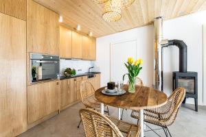Kuchnia lub aneks kuchenny w obiekcie Jeziorownia