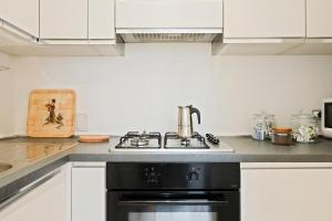 A kitchen or kitchenette at Bologna Airport Apartment
