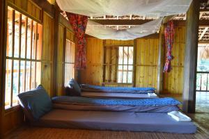 Giường trong phòng chung tại sơn pú homestay