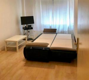 A bed or beds in a room at Altstadt Apartment