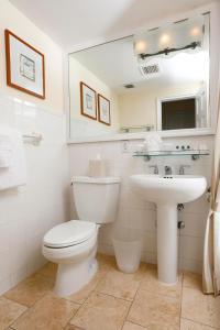 Um banheiro em Sea View Hotel