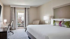 A bed or beds in a room at Gaylord Opryland Resort & Convention Center