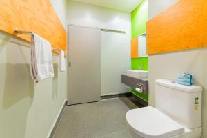 A bathroom at JUCY Snooze