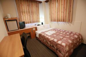 Tempat tidur dalam kamar di Hotel Ikeda