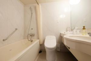 A bathroom at JR Kyushu Station Hotel Kokura