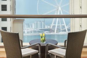 Een balkon of terras bij Delta Hotels by Marriott Jumeirah Beach, Dubai
