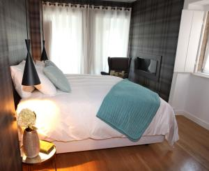 A bed or beds in a room at Águamel Sintra, Boutique Guest House
