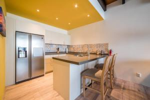 A cozinha ou cozinha compacta de Punda City Centre Penthouse Plaza JoJo B