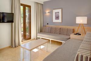 Een zitgedeelte bij Protur Floriana Resort 3* SUP