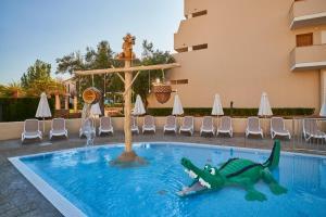 Het zwembad bij of vlak bij Protur Floriana Resort 3* SUP