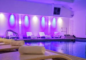 The swimming pool at or close to Saunton Sands Hotel Source Spa and Wellness