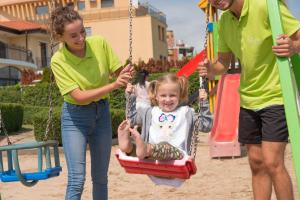 Children staying at Hotel Eskada Beach - All Inclusive