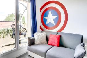 Coin salon dans l'établissement Super Hero Suite - SDP