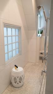 A bathroom at Stonehurst Place Bed & Breakfast