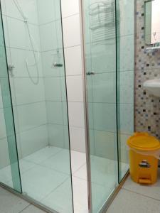 A bathroom at Chalé Quintal Amazon