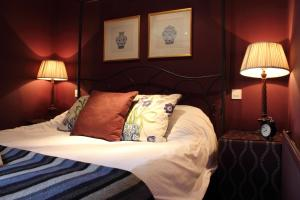 A bed or beds in a room at The Spread Eagle