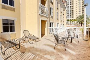 A balcony or terrace at Hampton Inn & Suites St. Petersburg/Downtown