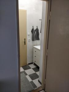 Koupelna v ubytování Cozy room - 10 minutes from the center of Prague!