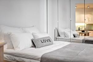 A bed or beds in a room at Apartament Centrum HGa - Wierzbowa
