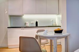 A kitchen or kitchenette at Apartament Centrum HGa - Wierzbowa