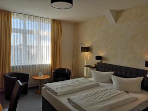 Ein Bett oder Betten in einem Zimmer der Unterkunft Hotel Zur Alten Druckerei