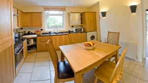A kitchen or kitchenette at Somerton House